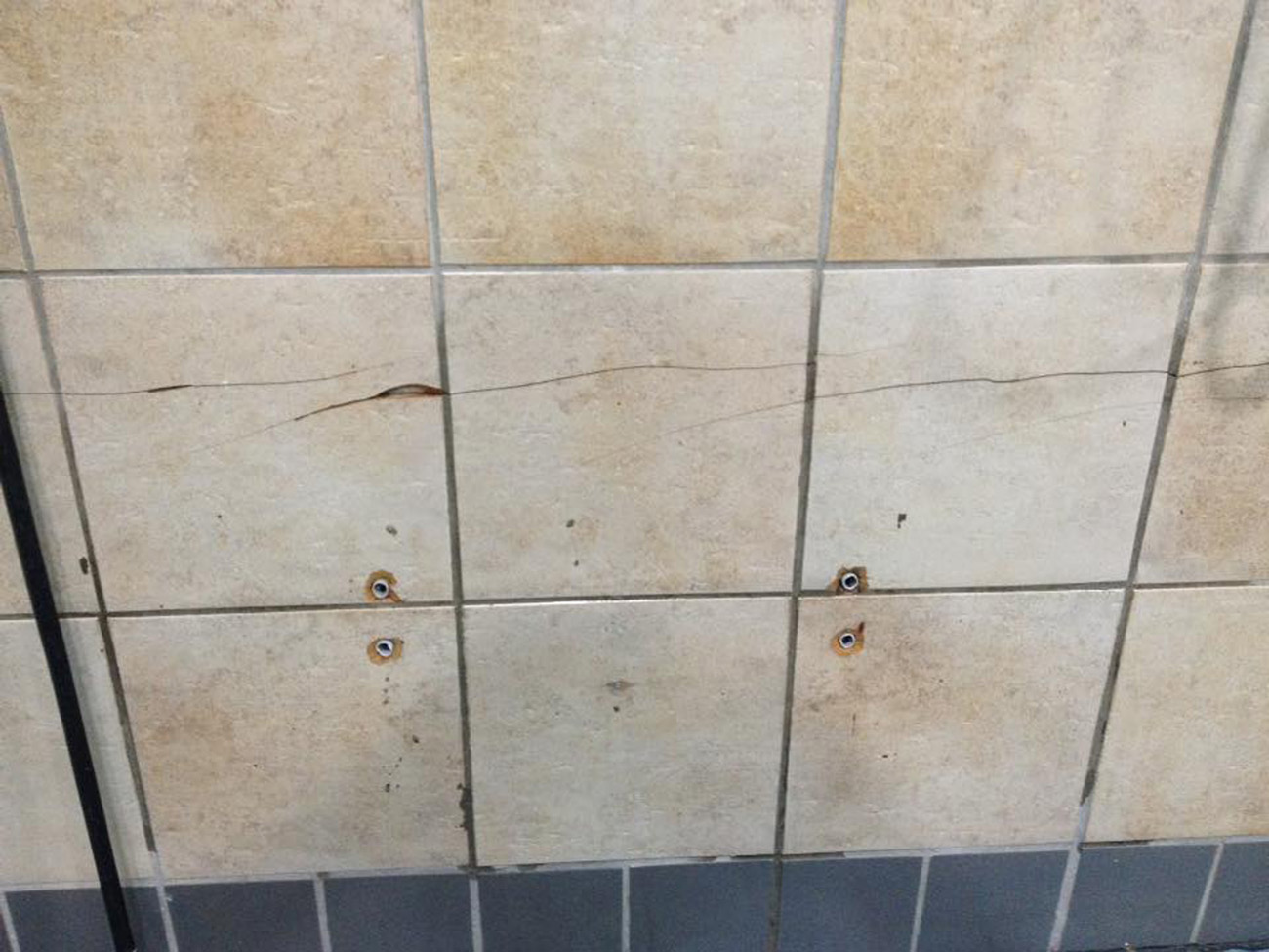 CRACKED CHIPPED BROKEN TILE REPAIRS AND REFURBISHMENTS