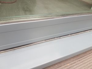 DAMAGED WINDOW FRAME SCRATCHED SCRATCHES DENT CHIP FADED PAINT REPAIR REFURB POWDER COATED WINDOW FRAME REPAIR CONSTRUCTION SITE SPRAYING SERVICE BEFORE