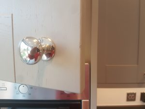 KITCHEN CUPBOARD DOOR REPAIR CHIP CHIPPED SCRATCH SCRATCHED DENT DENTED BURN BURNT SHAKER HIGH GLOSS LAMINATED BEFORE