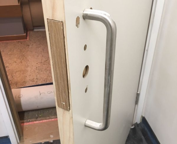 LAMINATE DOOR REPAIR CHIP SCRATCH SCREW HOLE DENT BURN REPAIR FIX HOLE INCORRECTLY DRILLED