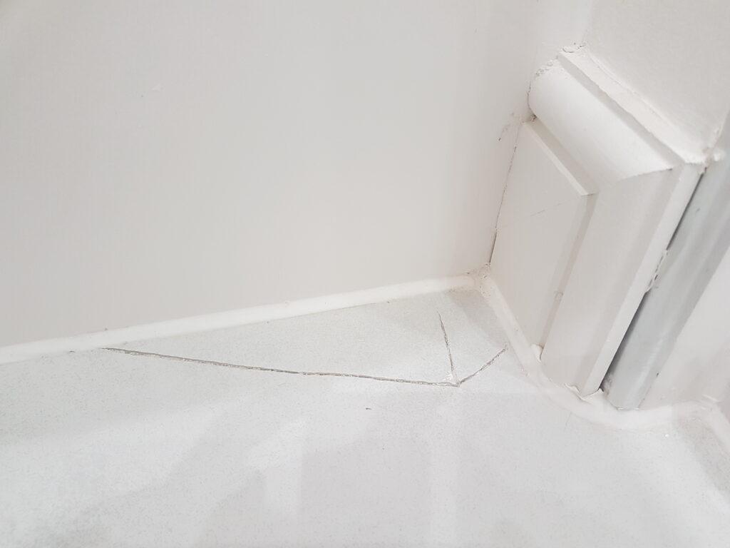 CRACKED BATHROOM TILE REPAIR BEFORE