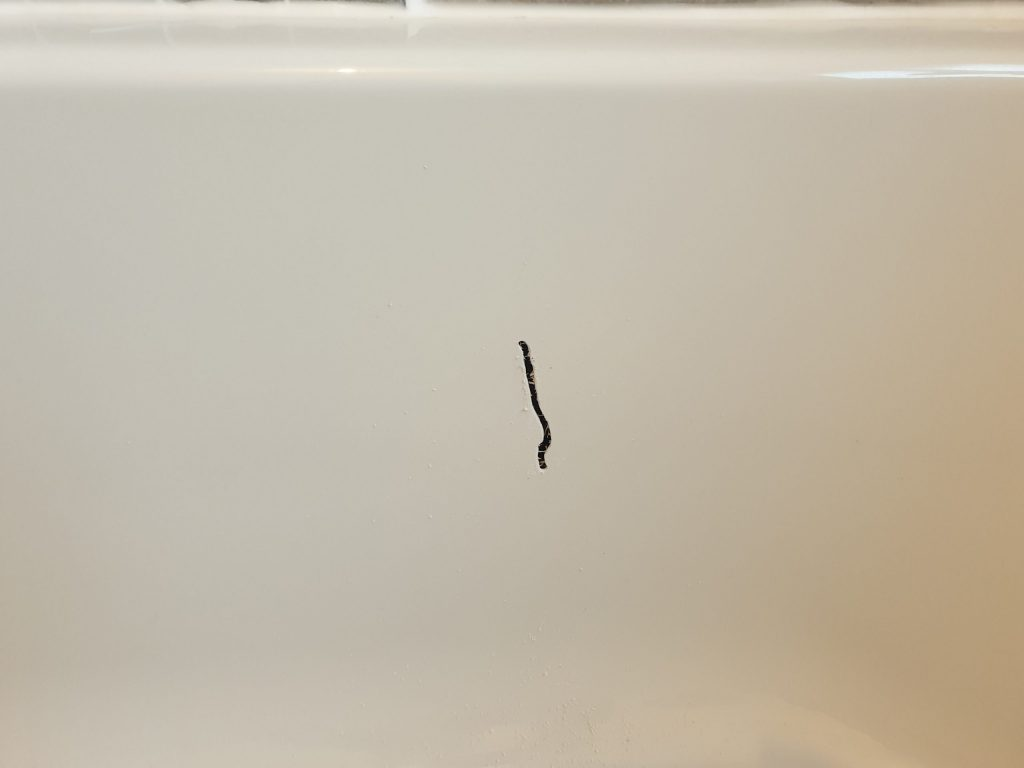 CRACKED PLASTIC BATH REPAIR BEFORE