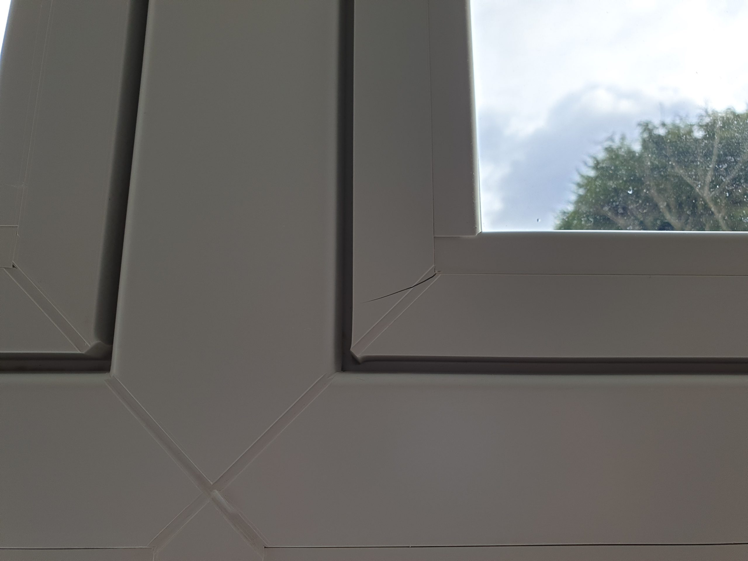 CRACKED UPVC PLASTIC WINDOW FRAME REPAIR BEFORE