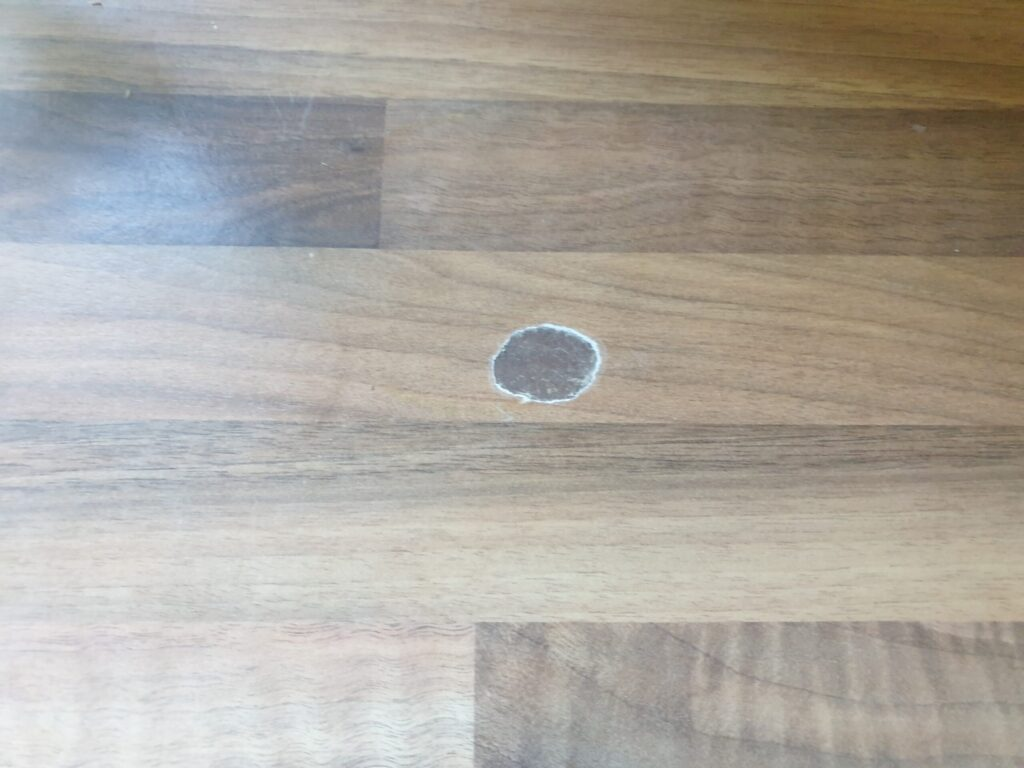 PAN BURN HEAT BLISTER CHIP SCRATCH KITCHEN WORKTOP REPAIR BEFORE