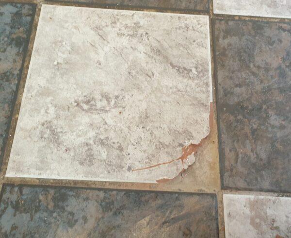 DAMAGED CRACKED CHIP KITCHEN BATHROOM TILE REPAIR BEFORE